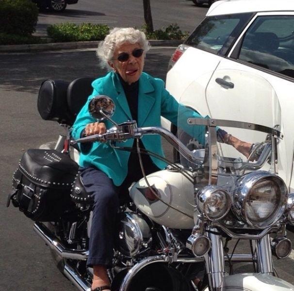 Картинки, прикольные картинки с бабками и мотоциклами