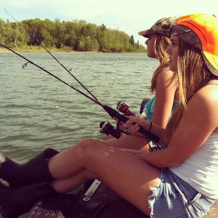 Возьмите на рыбалку девушку москва