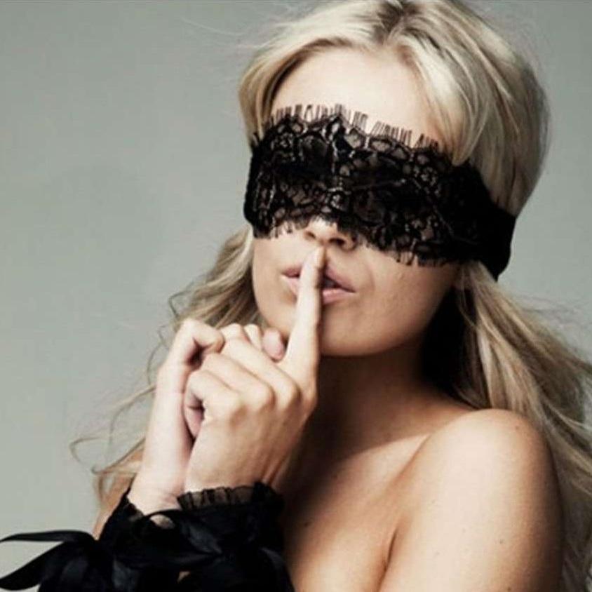 Черное платье завязанные глаза в лесу фото — photo 7