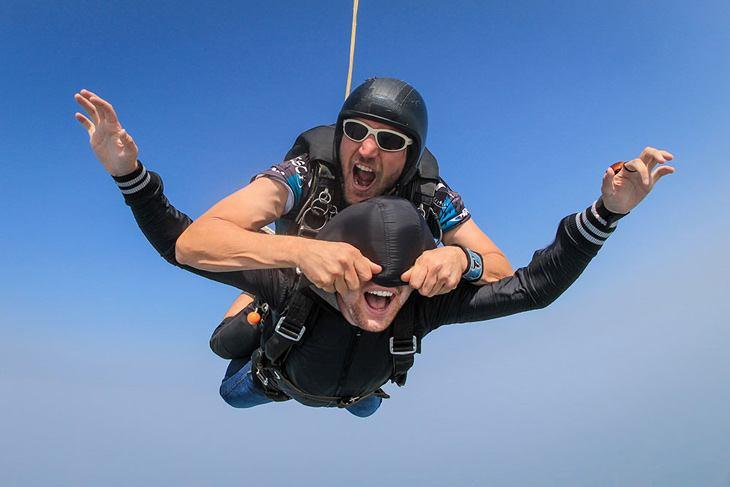 как сфотографироваться в прыжке с парашютом японские семьи охотились