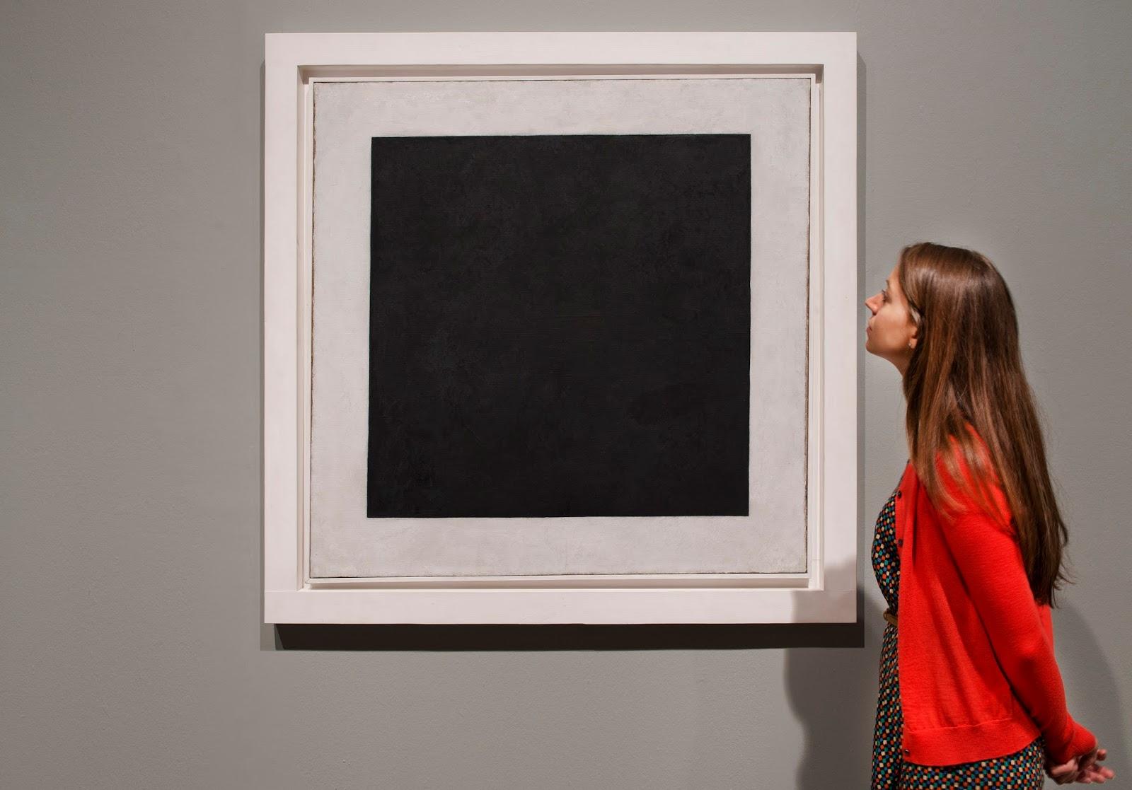 Вместо фотографии черный квадрат