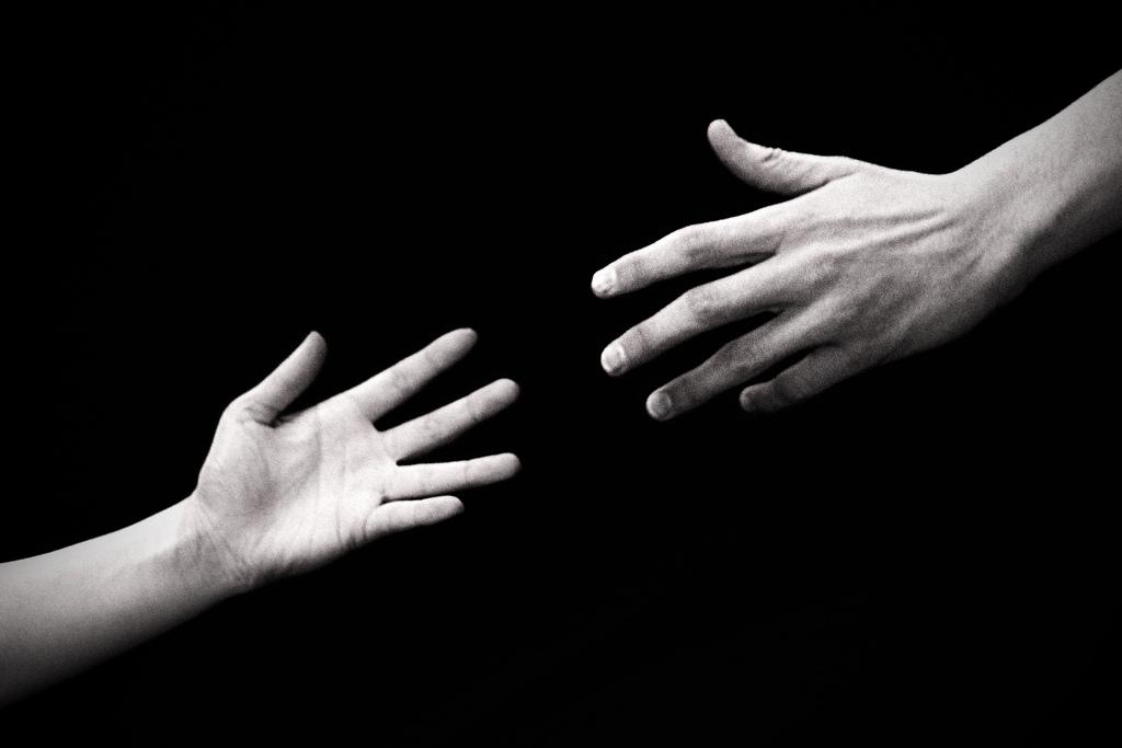картинки люди расстаются руки отпускают краснодаре десантники традиции