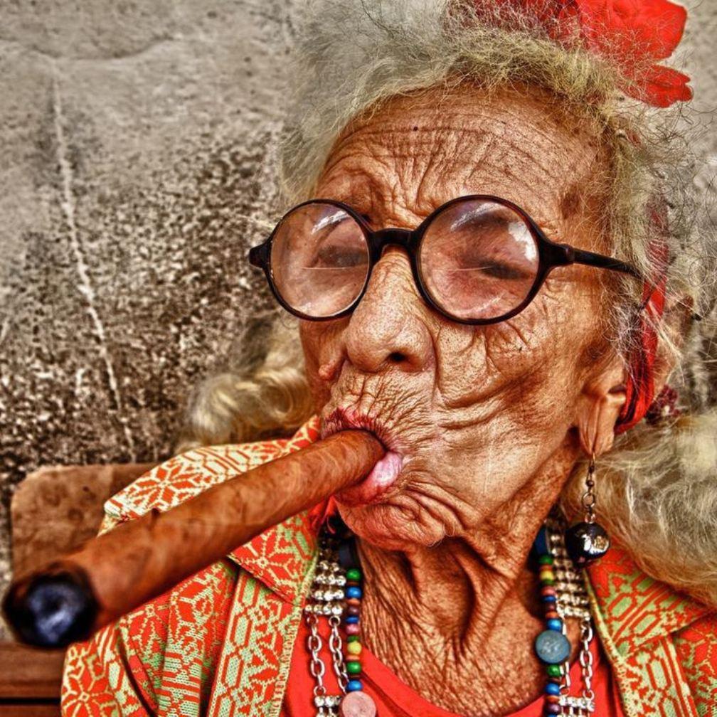 Прикольные картинки со старушкой, привет фронта