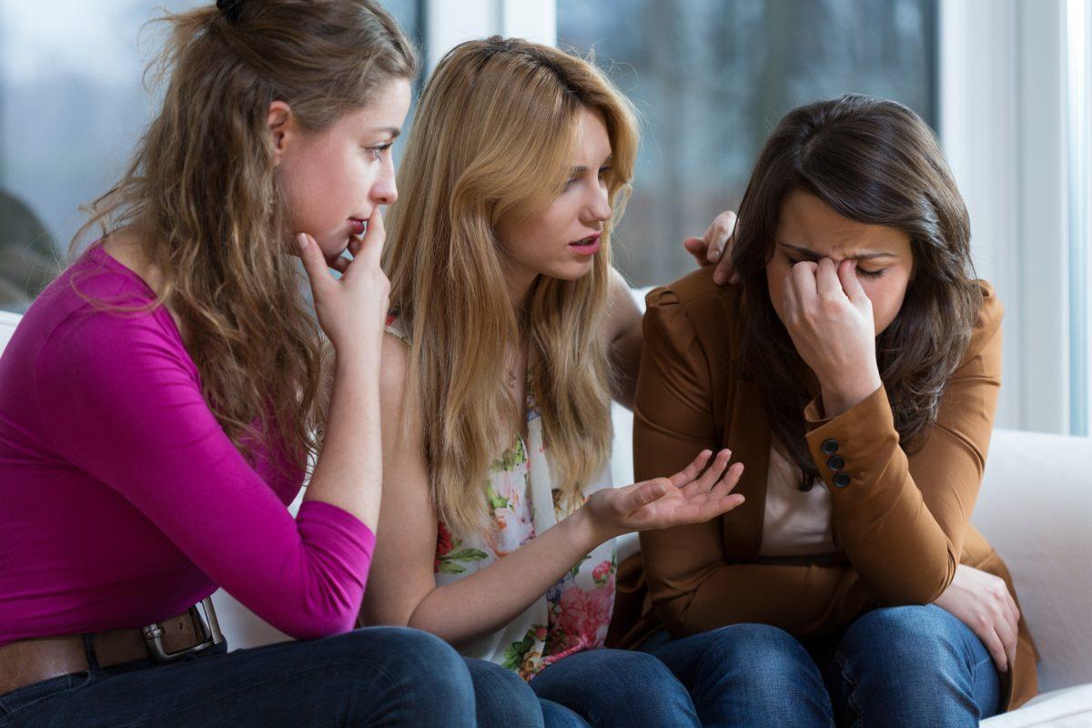 Плачущие подруги картинки