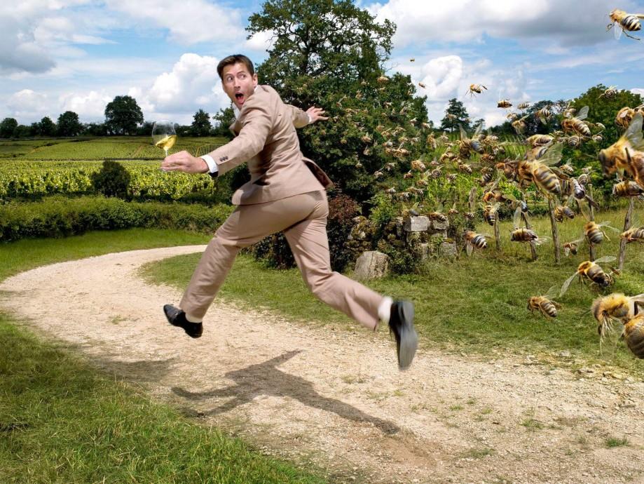 Картинка убегающего человека
