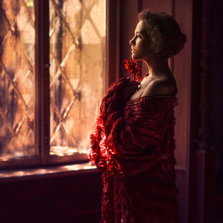 Картинки девушка окно осень