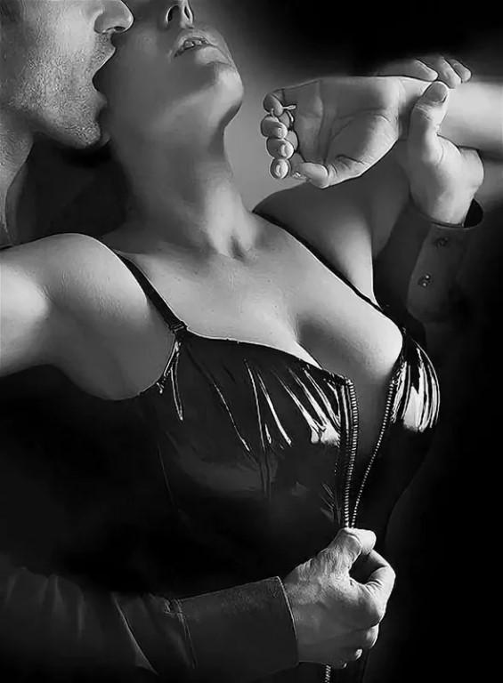 Kiss breasts
