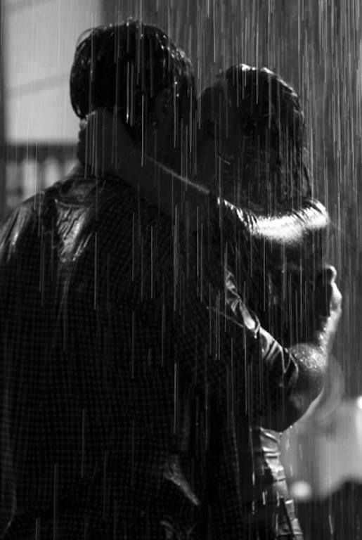 Под дождем картинки пар целующихся