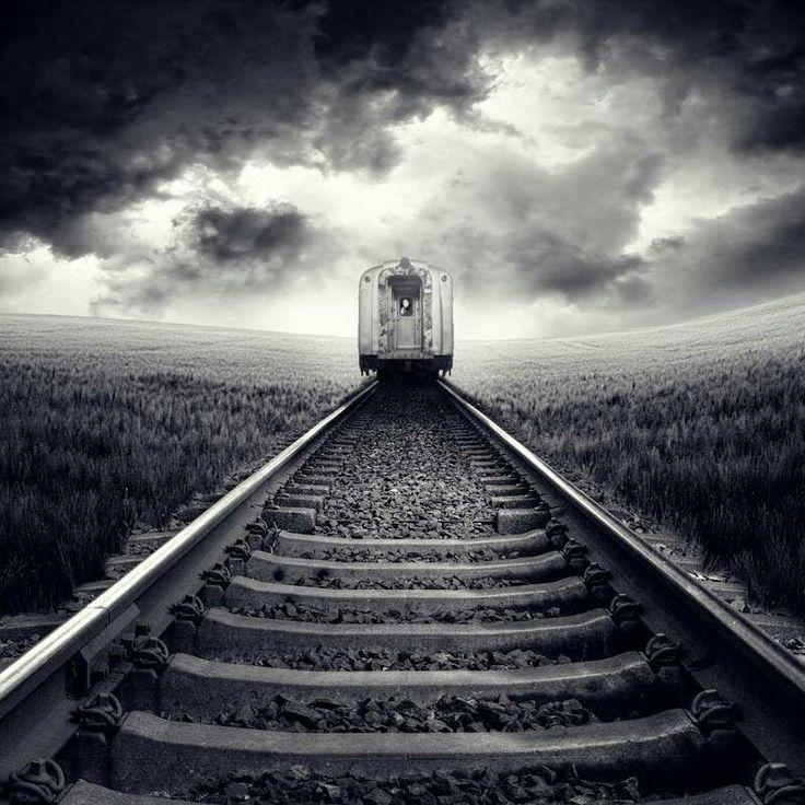 Уезжающий поезд на картинках