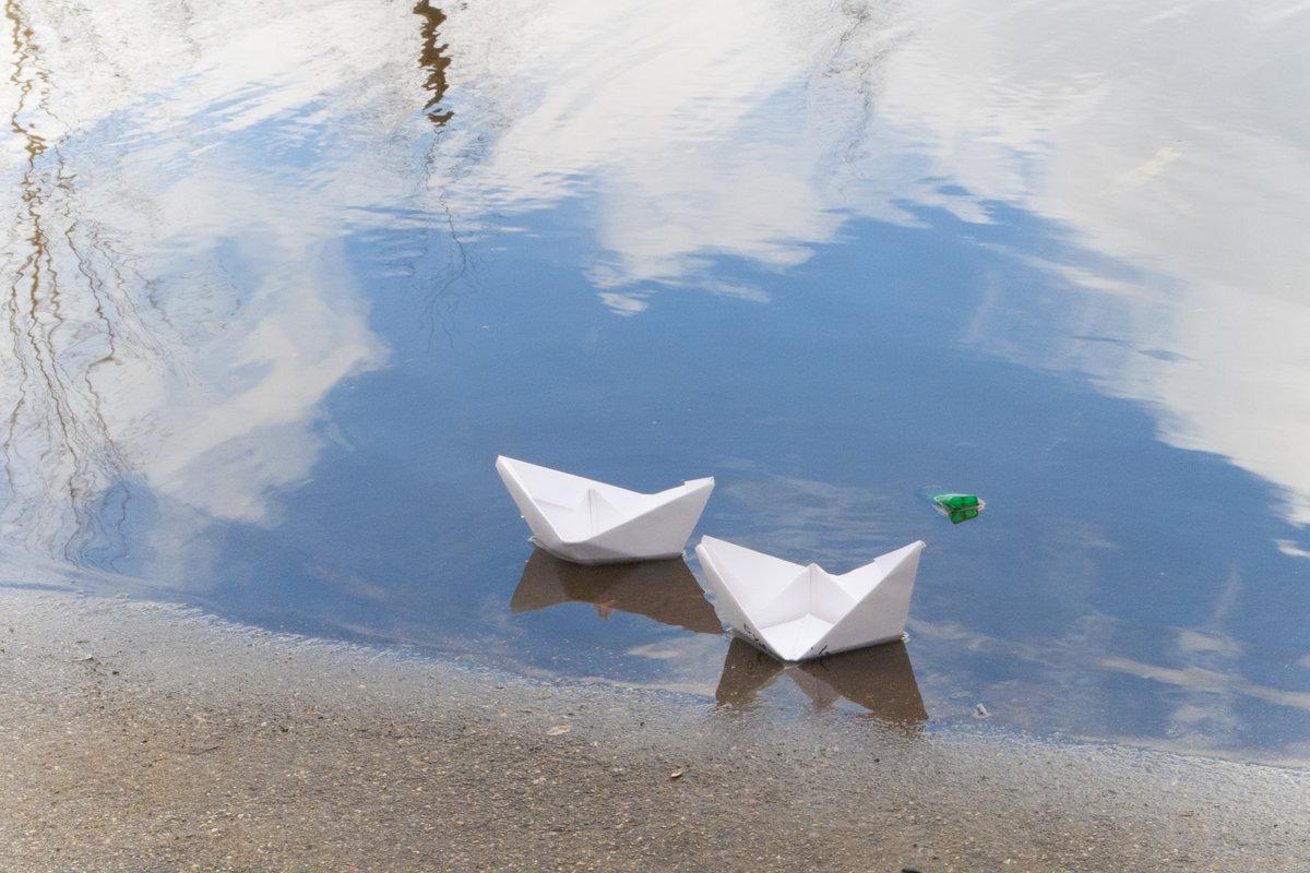 Картинки кораблик плывет по ручейку