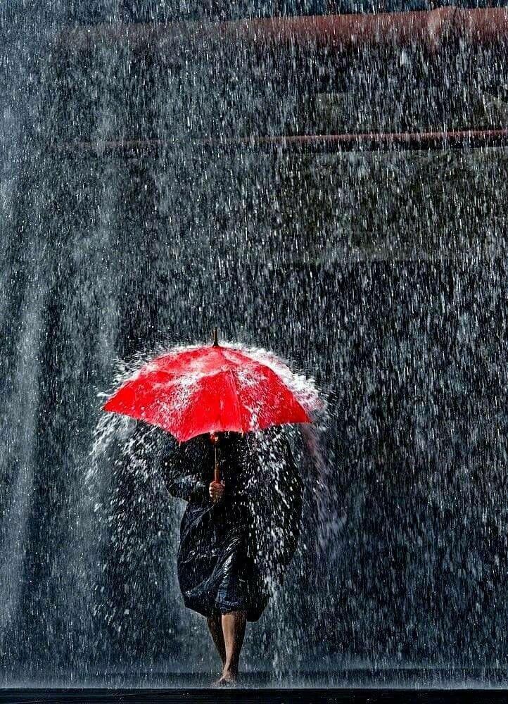 Дождь идет на улице открытка