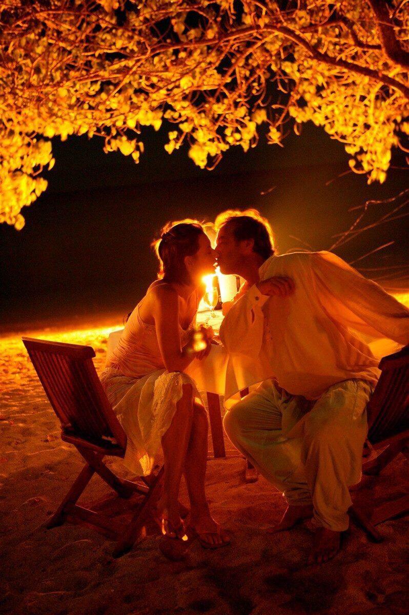 задумываюсь картинки поцелуи вечер была столько красива