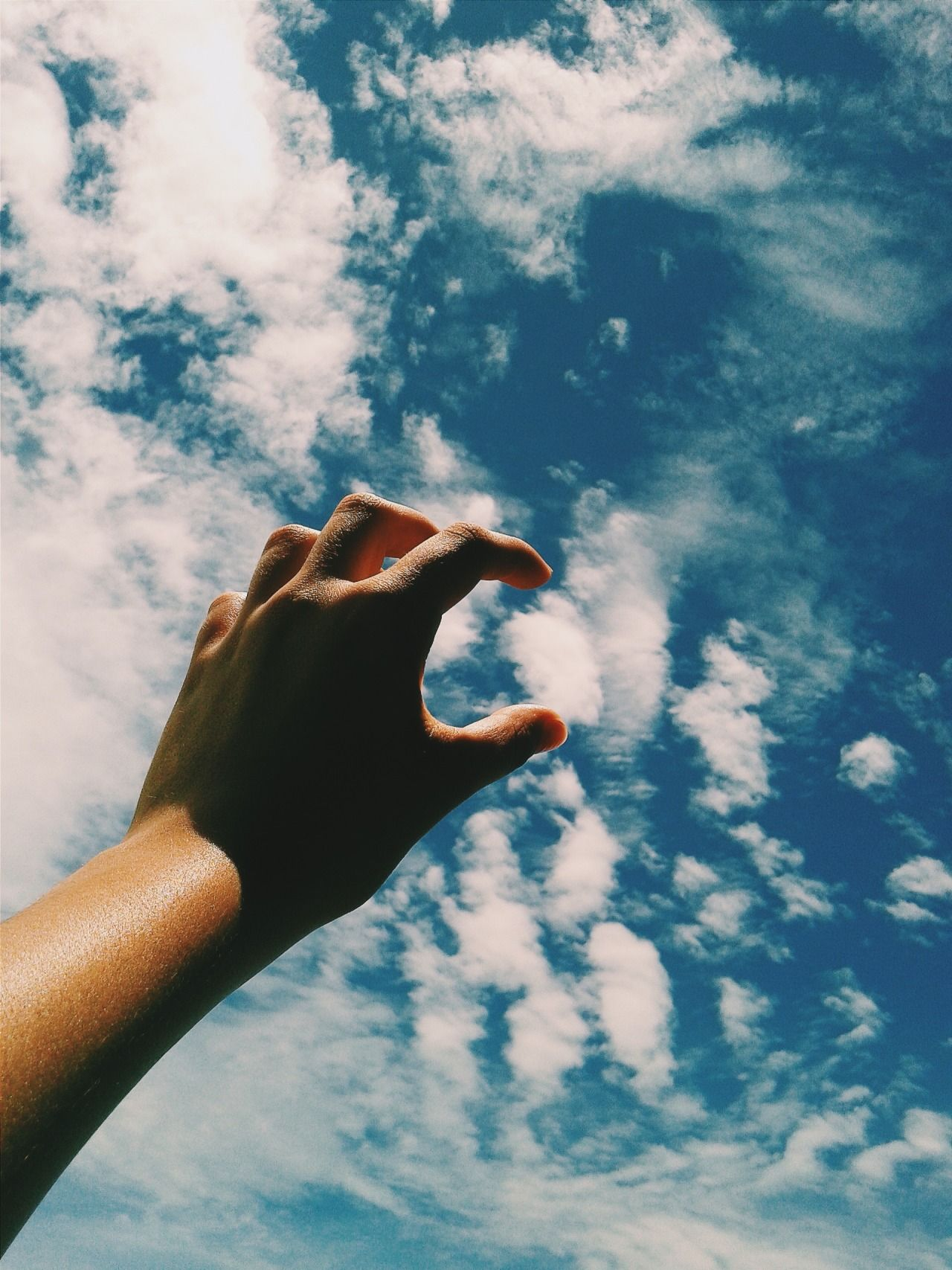 двух грозных что если на фото палец к небу друзья, опасаясь суицида