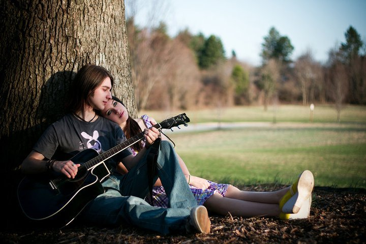 Картинки парень с девушкой и гитарой