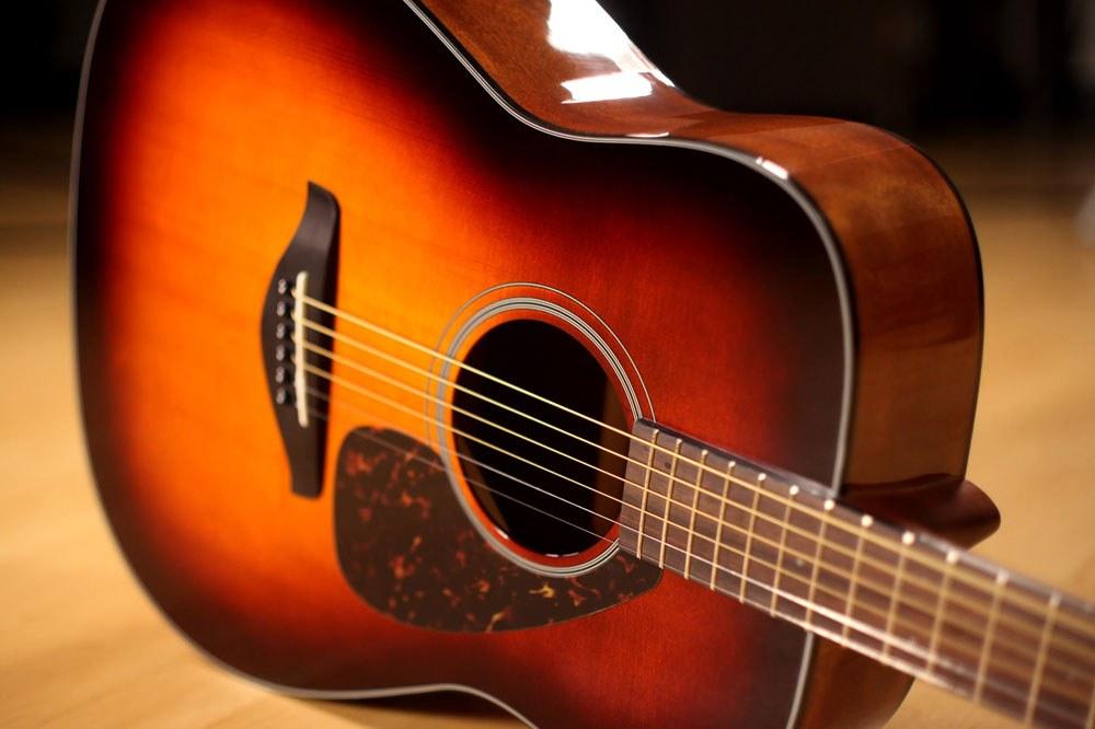 уединенное место, про гитару фото говорил